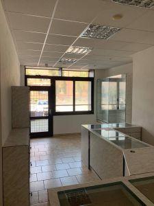 Pronájem komerční nemovitosti za účelem provozování služeb, obchodní činnosti nebo kancelářských prostor o výměře cca 50m2.  2