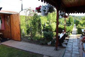 Prodám zahradu s obytnou chatou u Chomutova 8
