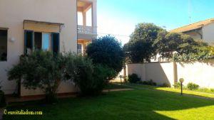 elegantní vila svobody se zahradou v blízkosti moře v historickém centru města. 3