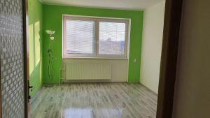 Nabízíme k prodeji krásný cihlový byt v osobním vlastnictví o dispozici 3+1 s výměrou 76 m2 + balkon 3,2 m2 + garáž pod domem + sklep 31 m2.  7