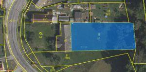 Prodáme v obci Podmyče dvě zahrady, které jsou rozděleny stodolou 4