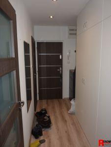 Prodej zrekonstruovaného bytu 3+1 s lodžií a zděnou garáží na Plešivci v Českém Krumlově. 6