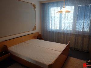 Prodej zrekonstruovaného bytu 3+1 s lodžií a zděnou garáží na Plešivci v Českém Krumlově. 4