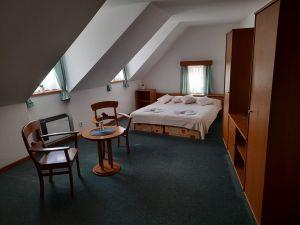 Hotel a činžovní dům Broumov, okres Náchod 2