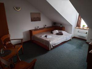 Hotel a činžovní dům Broumov, okres Náchod 3
