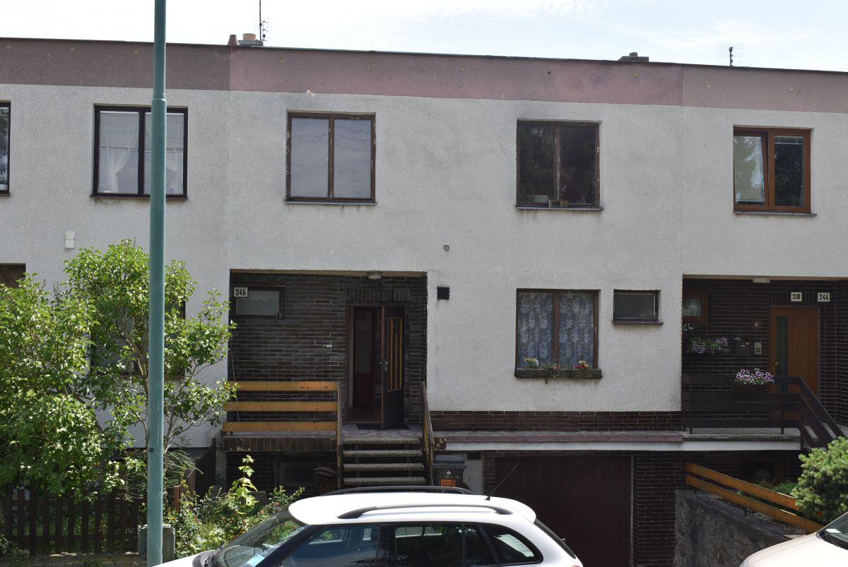 Prodej RD v Jihlavě-Staré Hory, klidné místo, s 2garáží, dalším park. místem na vl. pozemku a zahrádkou