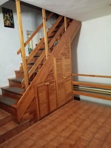 RD K PRODEJI. Dvougenerační - samostatně stojící/ 2 garáže. Užitná plocha 250 m², pozemek 2 390 m². 5