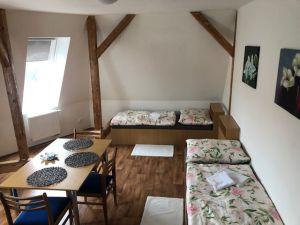 pronájem nově vybudovaného podkrovního bytu 5