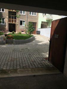 garáž pronájem metro Flora Praha 3